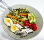 brocoli, huevos, sardinas