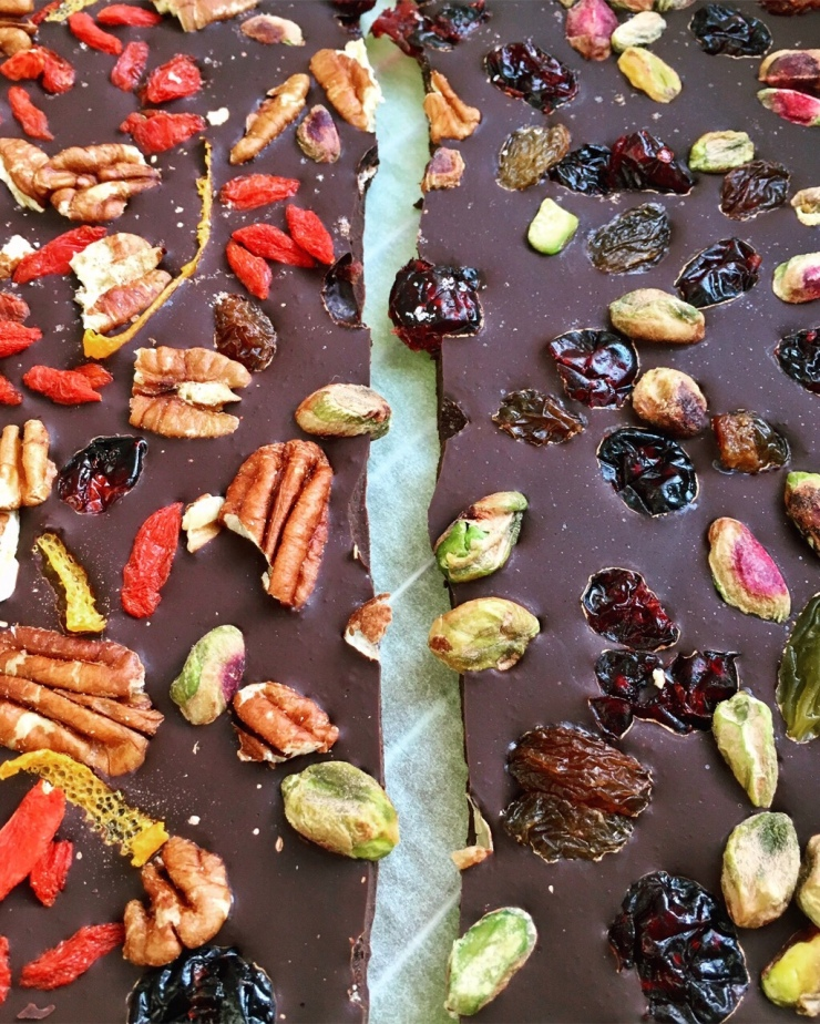 Turrón de chocolate 100% con frutos secos