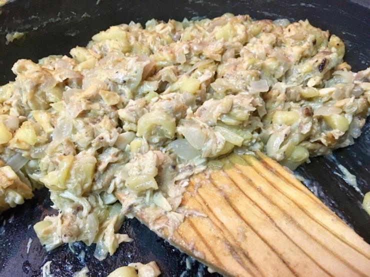 Relleno para los canelones; pollo, manzana y cebolla.