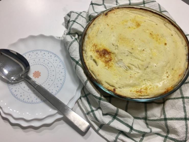 Pastel gratinado de carne con puré de coliflor