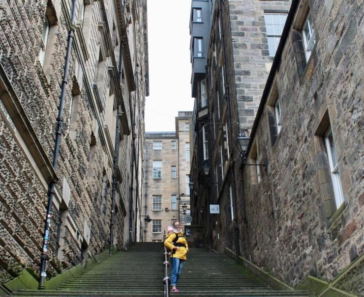 Callejones llenos de escalones, típicos de Edimburgo