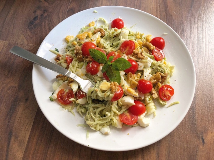 Espaguetis de calabacín, cortados en espiral.