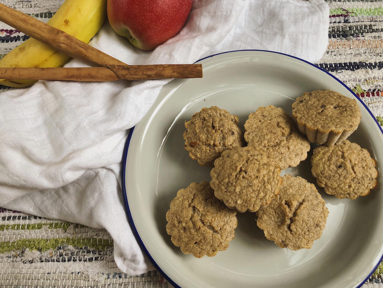 paleo muffins de plátano, manzana y canela