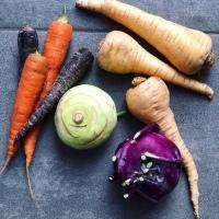 Chips de zanahoria, chirivía y colinabo al horno