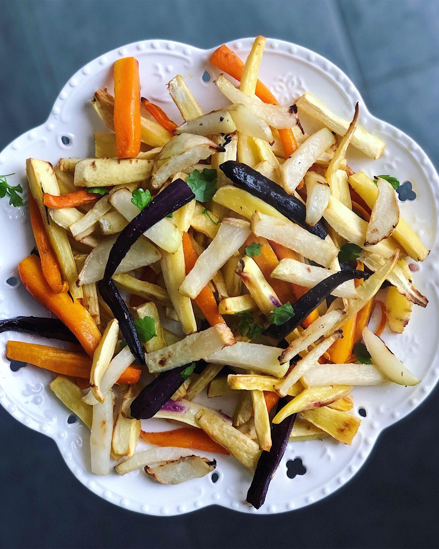 chips de colinabos, chirivias y zanahorias al horno