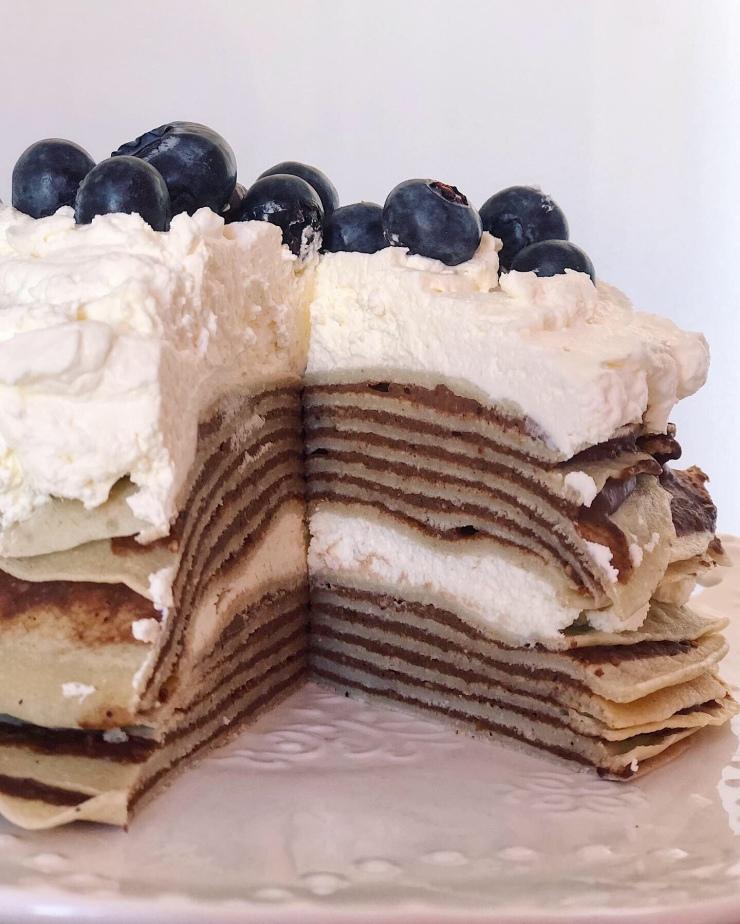 tarta crepes con crema de avellana y arandanos