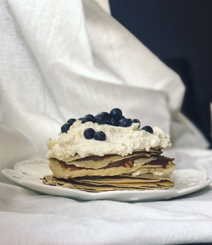 tarta crepes con crema de cacao y avellanas