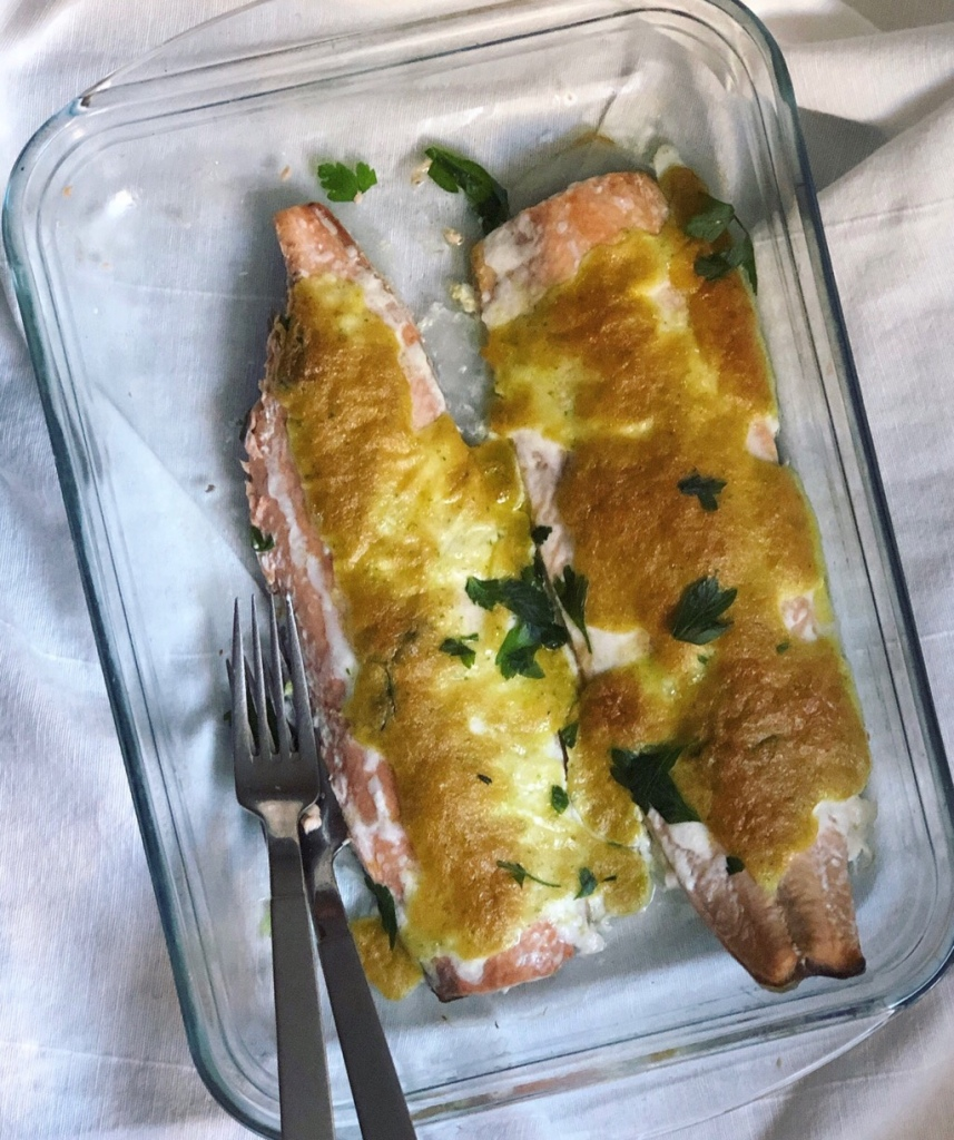 Salmon al horno gratinado con mayonesa