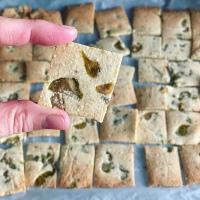 Crackers keto de olivas y orégano